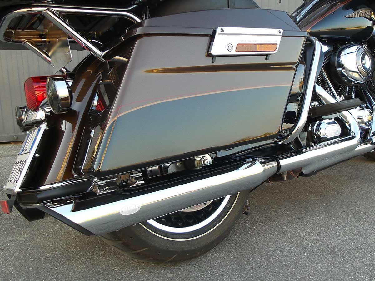 Scarico-modello-Edizione-100-45-in-versione-cromata-su-H-D-Touring2