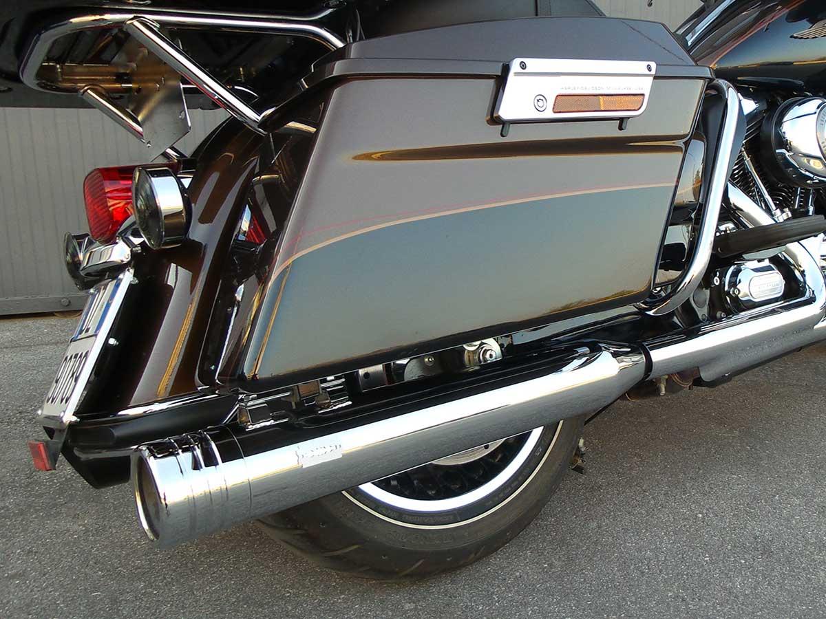Scarico-modello-Edizione-100_073-in-versione-cromata-su-H-D-Touring2