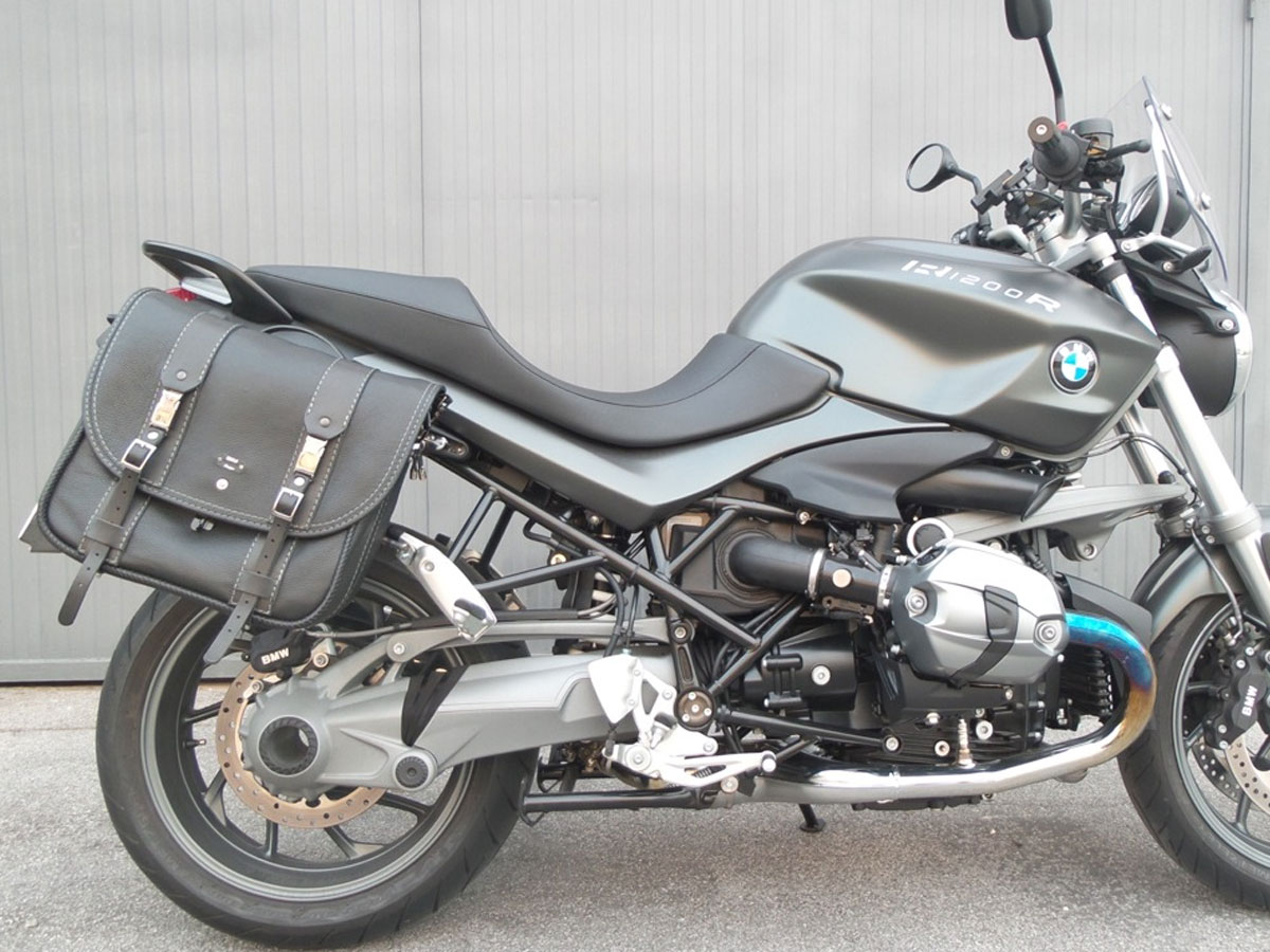 BMW-R1200R-classic-black-bag
