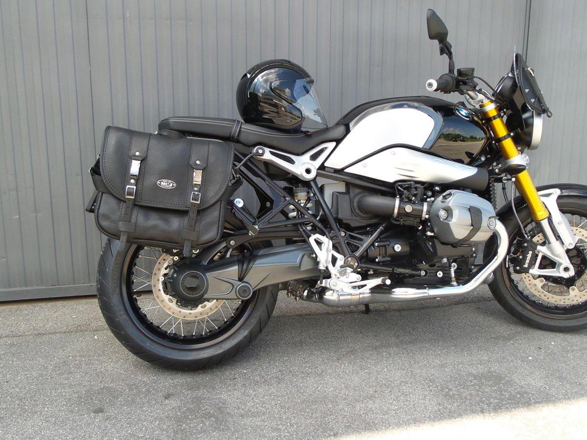 Classic-Black-Bag-su-BMW-NineT_1600x900-mcj